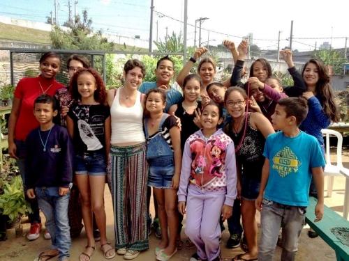 Oficina de macramê com a Larissa Amorosa, uma das educadoras do Quebrada Sustentável